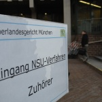 2014-02-05_NSU-Prozess_Schild_Eingang_Zuhörer_c_Robert-Andreasch