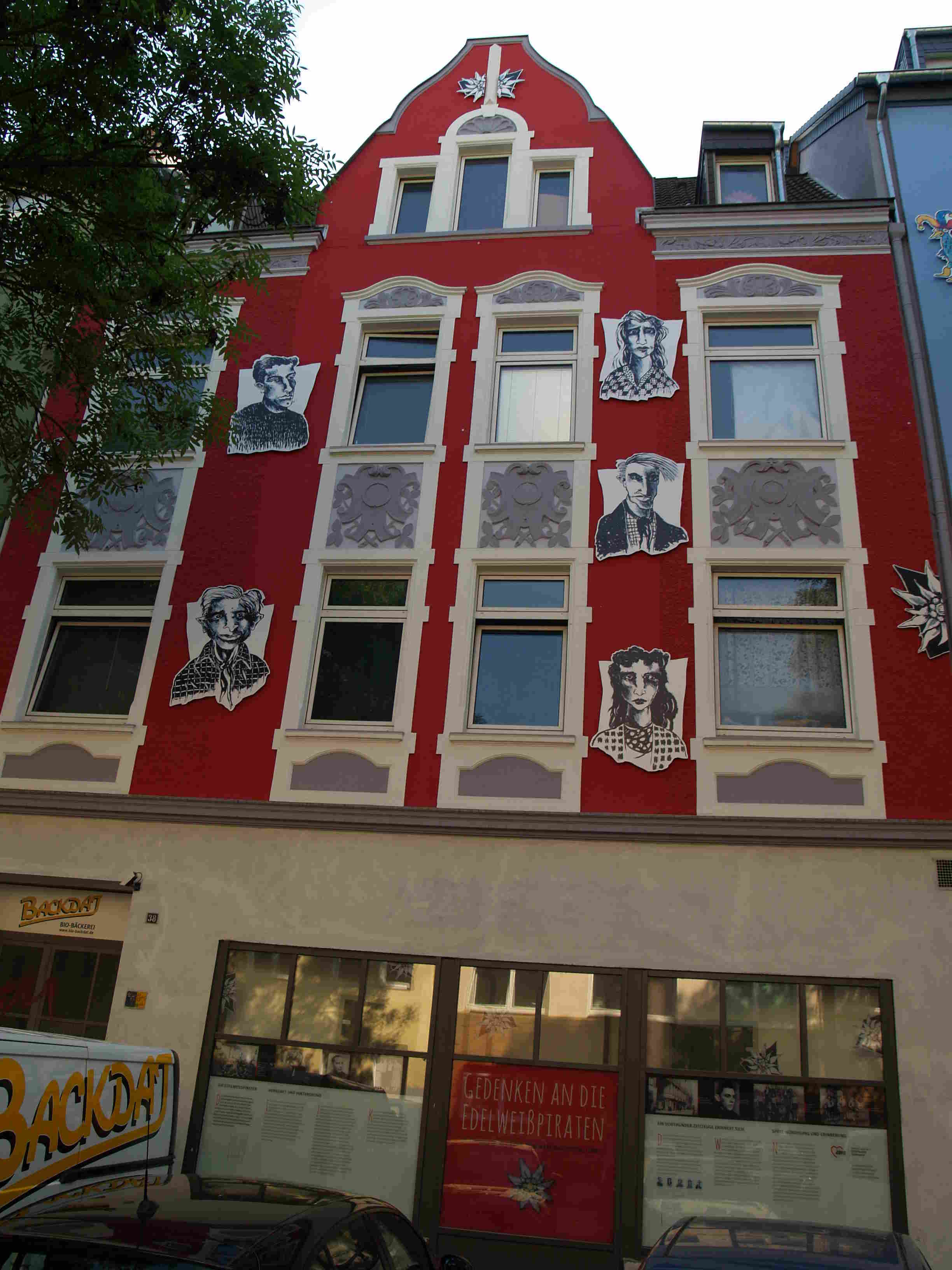 Fassadengestaltung durch Günter Rückert, Schleswiger Straße, Nordstadt (Foto: H.Koch)